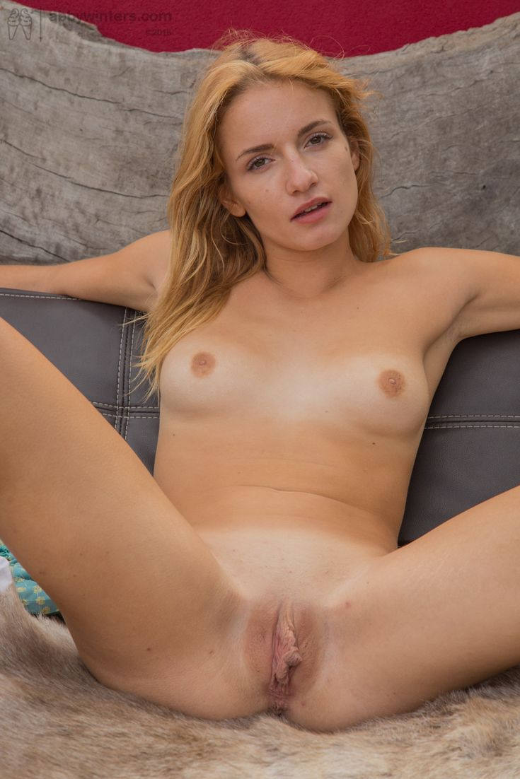 Naked blonde clit