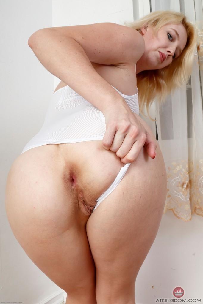 Anime pale pussy spread tittie sucking girls