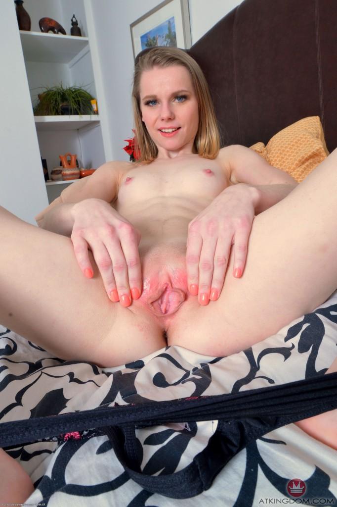 sexy pale girls feet