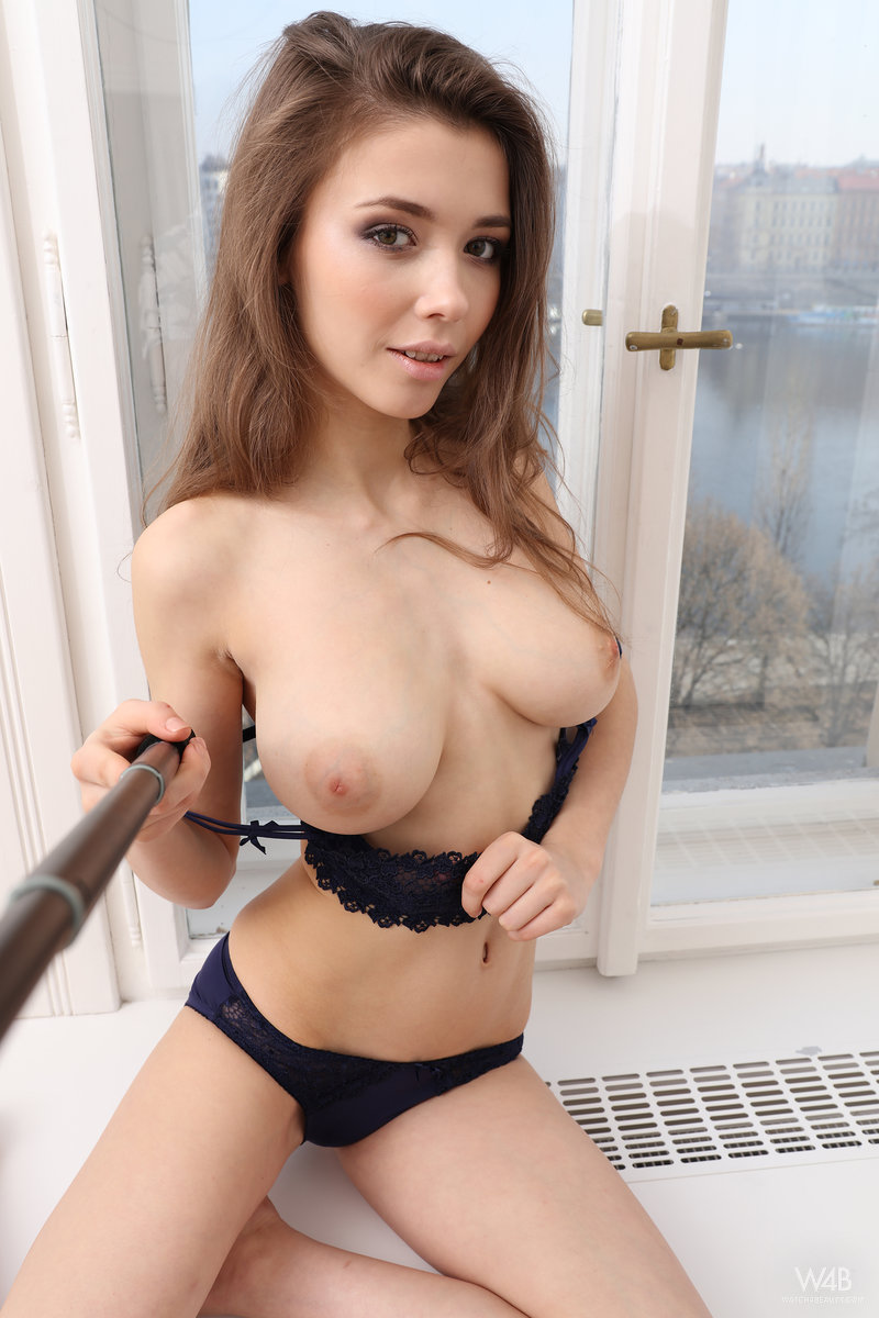 Mila azul behind the scenes online shopping