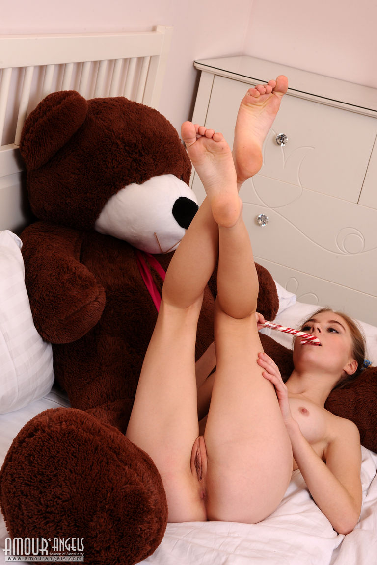 cute naked teen with teddy bears pictures