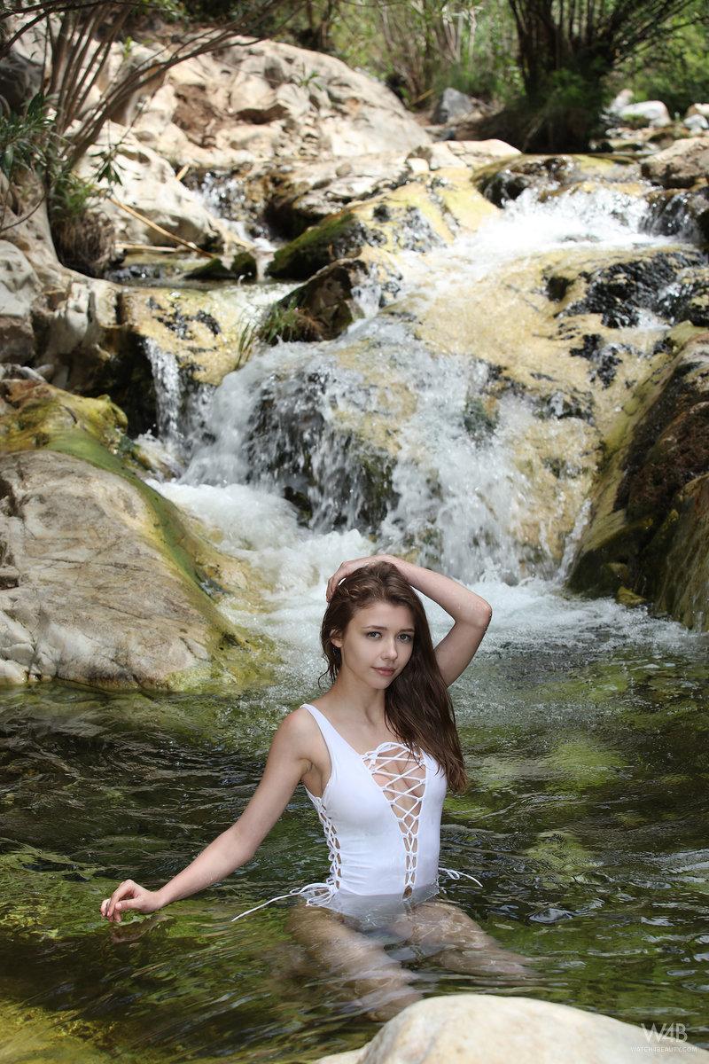 women-waterfall-porn-gallrey