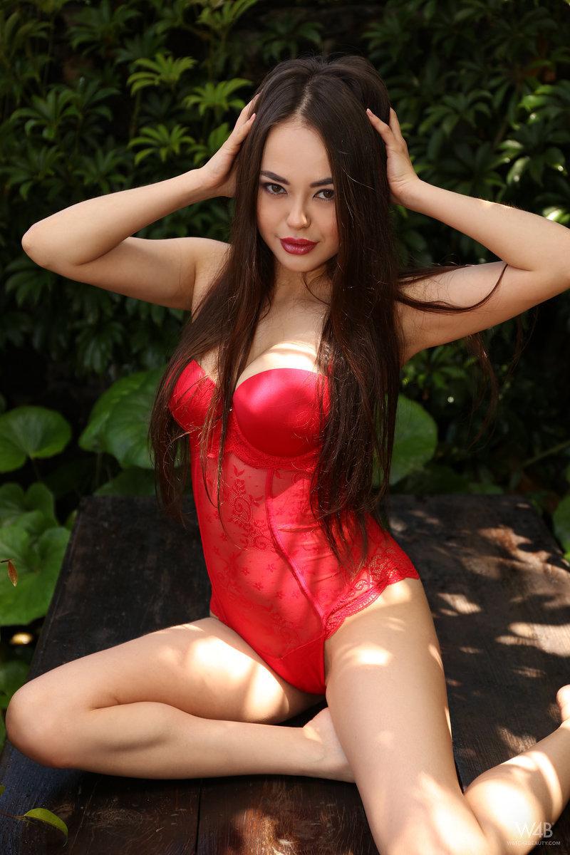 Beautiful polynesian woman nude