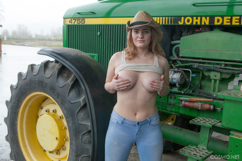 Секс и трактор, Порно: Фермер трахнул блондинку на своем тракторе 14 фотография