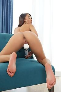 Petite Holly Hendrix Is Gorgeous Porn Videos