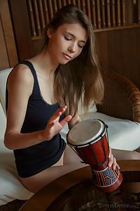 Tambor featuring Mila by Arkisi