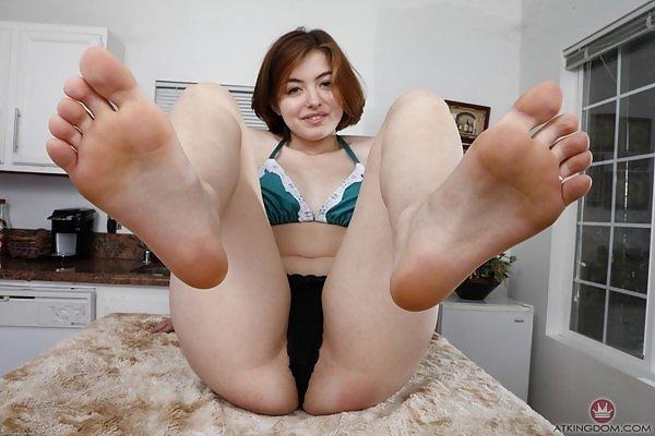 Aria Sky sexy feet