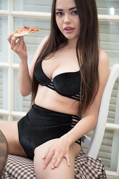 Li Moon in Pizza Time