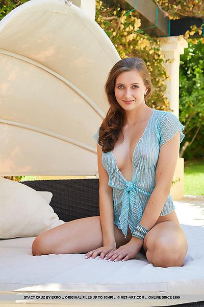 tastefull green nude girl blogs