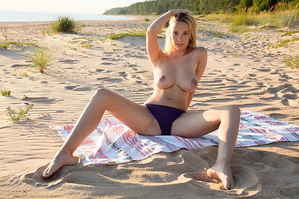 Girlfriend schoolgirl mounth tits