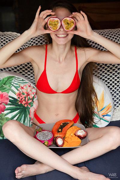 Leona Mia in Tropical Fruit