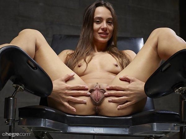 Dominika C in We Love Labia