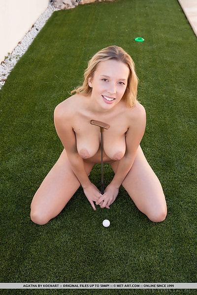 Agatha in Mini Golf by Koenart