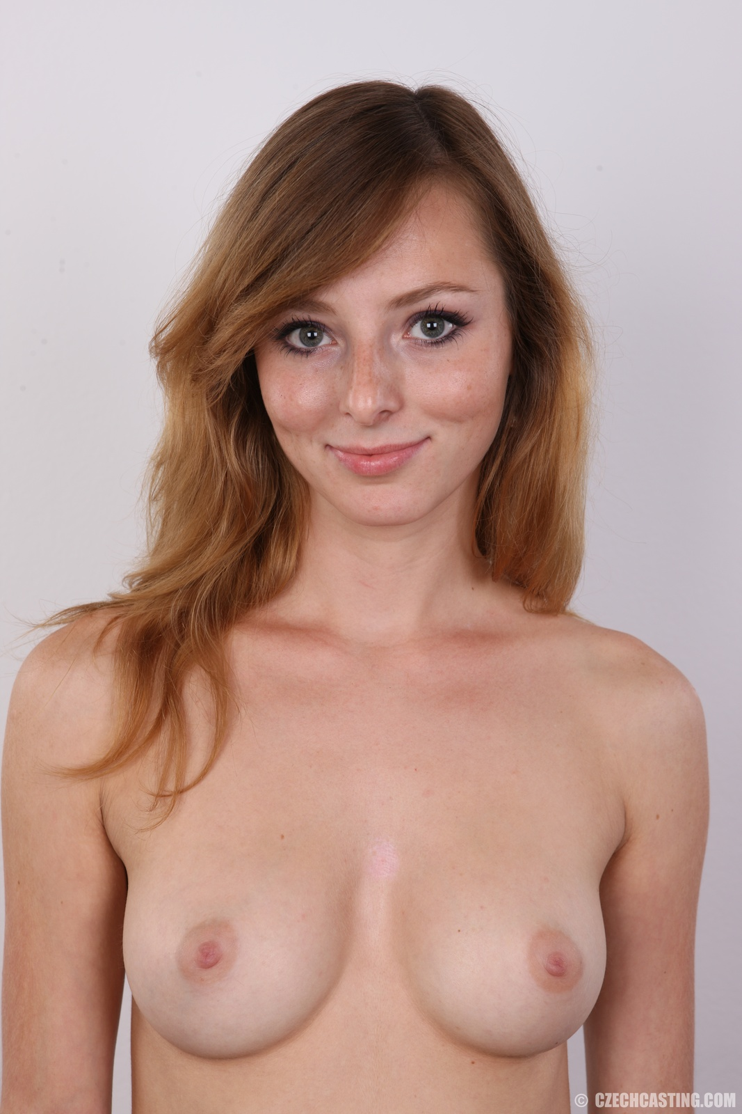 19yo skinny chick shows her body at the casting 3