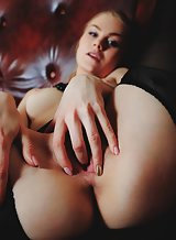 Blue-eyed blonde babe in stocking masturbating