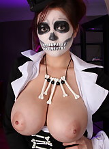 Girl with stunning big tits dressed as a skeleton