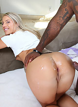 Blonde realtor assfucked by a dark rod to sell the house