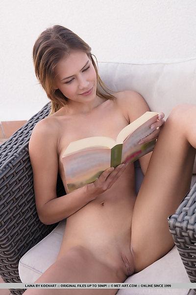 Laina in Patio Read by Koenart