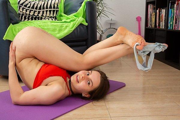Daniela D flexible brunette